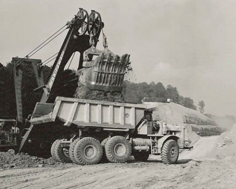 1962, MANITOWOC LOADING EUC R-40 IN KENTUCKY